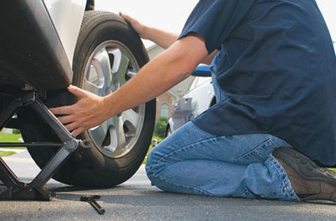 Elefante Azul Valdepeñas - Cómo cambiar la rueda de un coche - Centro de lavado de coches Elefante Azul Valdepeñas