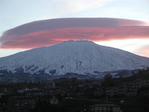 Elefante Azul Valdepeñas - El volcán Etna despierta de nuevo - Centro de lavado de coches Elefante Azul Valdepeñas